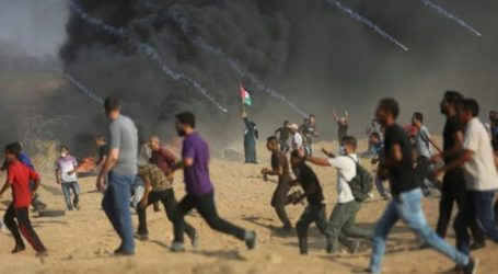 Palestinian Youths Force Israeli Forces to Leave