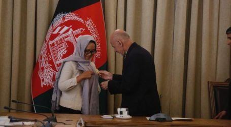 """Minister Retno Receives """"Malalai"""" Honorary Star from President of Afghanistan"""
