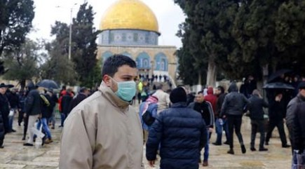 As 500 Palestinians Break Israeli Barriers to Pray at Aqsa Mosque