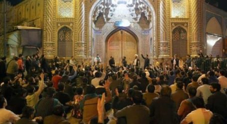 Starting on Monday, Iran Reopens Mosques