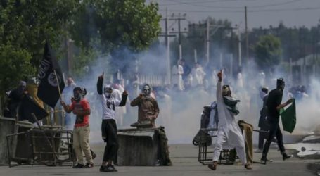 Indian Forces Kill 9 Kashmiri Fighters, Residents Protest