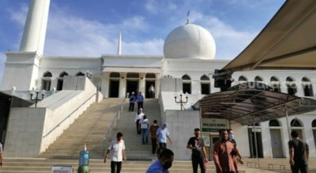 Indonesia Al-Azhar Grand Mosque Holds Friday Prayer One Time