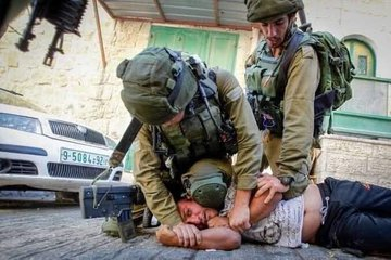 Knee Lock Experienced by Palestinians Almost Every Day