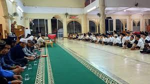 Students of Al-Fatah Islamic Boarding School Deposit Quran Memorization Virtually