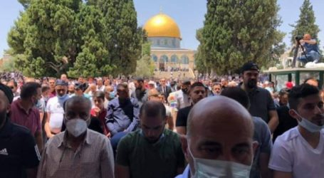 First Opened, 50,000 Muslims Perform Friday Prayers at Al-Aqsa Mosque