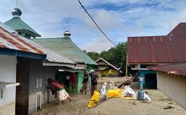 A Number of Posts Established to Flood Victims in North Luwu