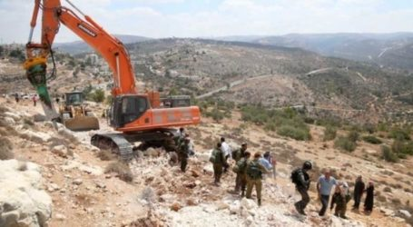 Israeli Bulldozers Continue to Expand Illegal Settlements in Salfit
