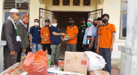 Jama'ah Muslimin (Hizbullah) Hands Over Aid for Rohingya Refugees in Aceh