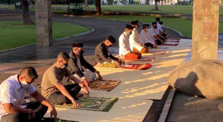 Jokowi Performs Eid Prayer with Health Protocol
