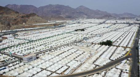 Thousands of Hajj Pilgrims Arrive at Mina Valley