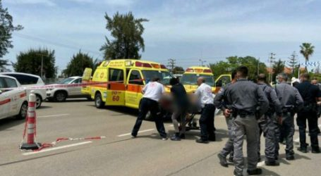 An Israel Settler Stabbed by A Palestinian Youth