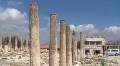 Israeli Settlers Storm A Palestinian Archaeological Site in Sebastia