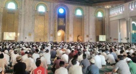 Welcoming Islamic New Year, Muslim in Mataram Perform Prayer and Zikir at Mosque