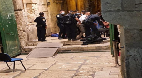 A Palestinian Youth Shot dead by Israeli Forces Front of Al-Aqsa Mosque