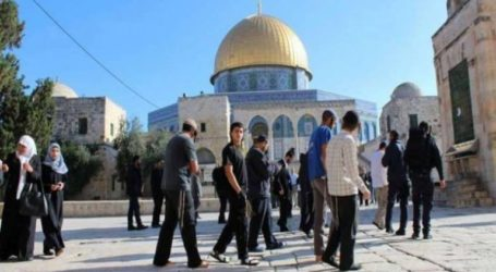 Hundreds of Jewish Settlers Perform Silent Prayers at Al-Aqsa Mosque Compound