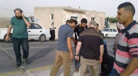 Israel Settlers Hit A Palestine Child in Al Khalil