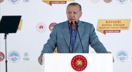 Erdogan Advises Macron to Carry Out Mental Check