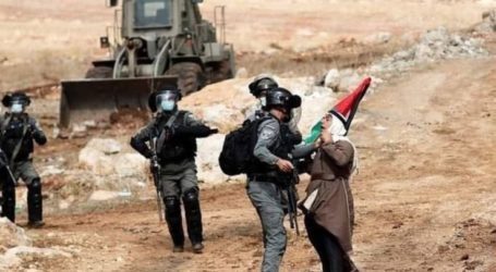 Israeli Forces Forcely Confiscate Palestinian Farmer Tractors