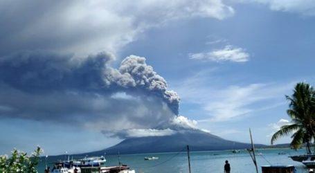 Indonesian Mount Ile Ape Erupts