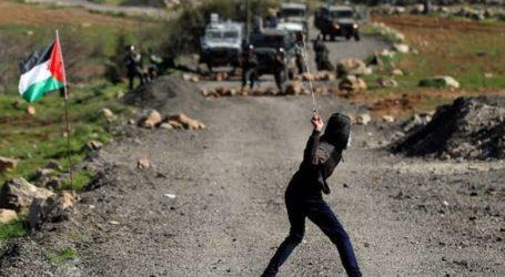 Palestinian Youths Fight Against Israeli Invasion in Jenin