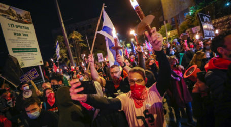 Thousands of Israelis Protest Against Netanyahu for 25th Week
