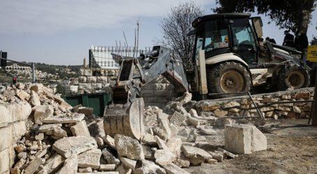 Israel Tear Down Walls of Muslim Cemeteries in Jerusalem