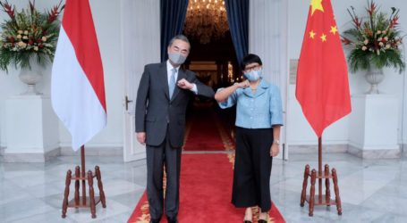 Minister Retno Receives A Visit from Chinese FM