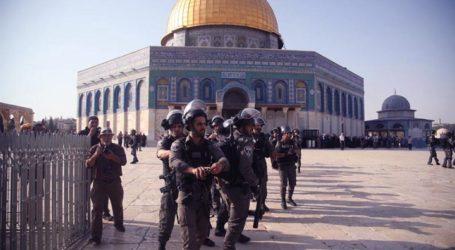 Israel Bans Palestinians Visiting Al-Aqsa Mosque