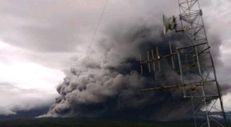 Mount Semeru Releases 4.5 Kilometers of Hot Avalanche