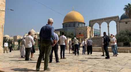 Hundreds of Israeli Settlers Take Provocative Tours in Al-Aqsa Courtyard