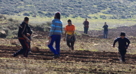 Israeli Settler Attack Palestinian Villagers Near Nablus