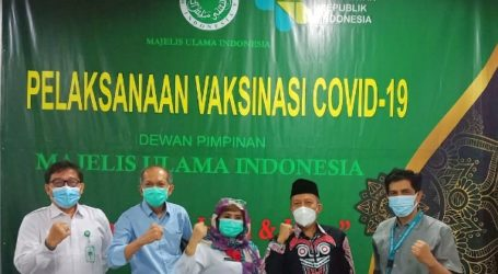 As 500 Staf of Indonesian Ulema Council Receive Covid-19 Vaccination