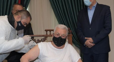 President Abbas Receives First Injection of Covid-19 Vaccine