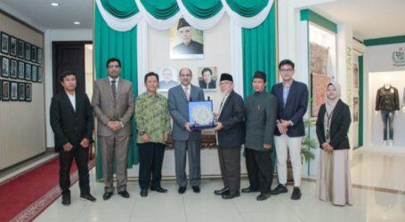 Solidifying Indonesia-Pakistan Relationship (By: Imaam Yakhsyallah Mansur)