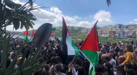 Hundreds of Palestinian Oppose Israeli Tolerance of Criminal Groups