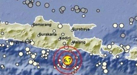 6. 1 M Eartquake Hits East Java