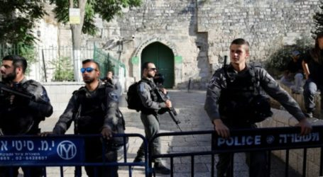Israel Restricts Palestinians from Praying at Al-Aqsa