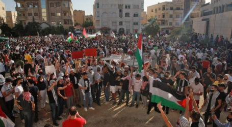 Thousands of Jordanians March to the Border with Palestine in a Show of Support