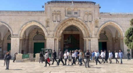 Protected by Israeli Police, Settlers Storm Al-Aqsa Complex