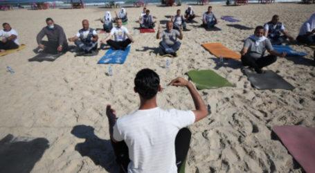 Yoga on the Beach to Help Gaza's Medical Teams Tackle Trauma