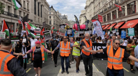 Thousands of Protesters in London Demand Freedom of Palestine