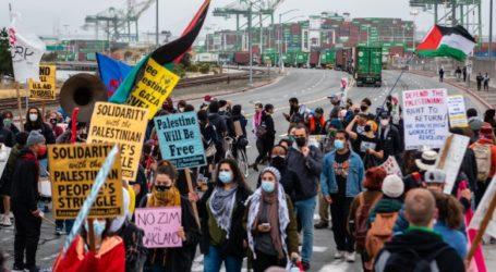 Thousands of US Citizens Block Israeli Cargo Ship at Oakland Harbor