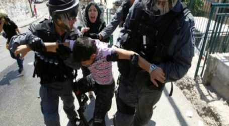 Israeli Military Detain A Palestinian Child After Raiding A Park