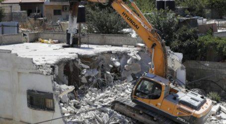 Israeli Forces Storm Silwan Neighborhood and Demolish Palestinian houses
