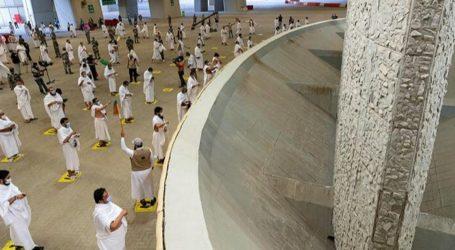 Hajj Pilgrims Throw Three Jamarat on the First Day of Tashreeq