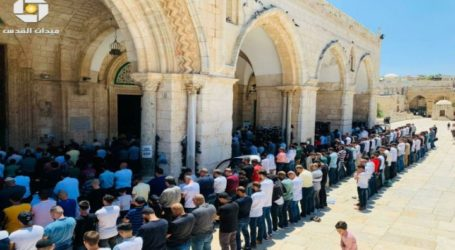 As 35,000 Worshipers Perform Friday at Al-Aqsa Mosque