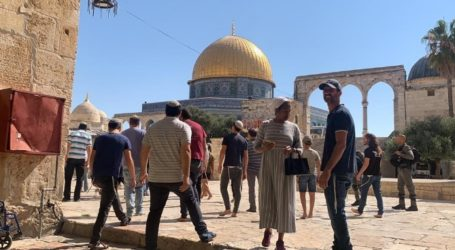 Israeli Forces Continue Storming Al-Aqsa, Violating It's Sanctity and Assaulting Worshipers