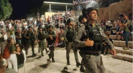 Israeli Occupation Forces Attack Palestinians Celebrating Eid Al-Adha in Bab Al-Amud