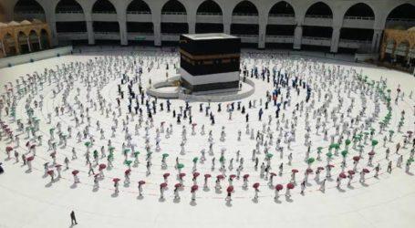 Hajj Pilgrims Perform Tawaf Al-Wada Around the Kaabah