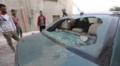 Israeli Settlers Attack Palestinian Vehicles with Stones